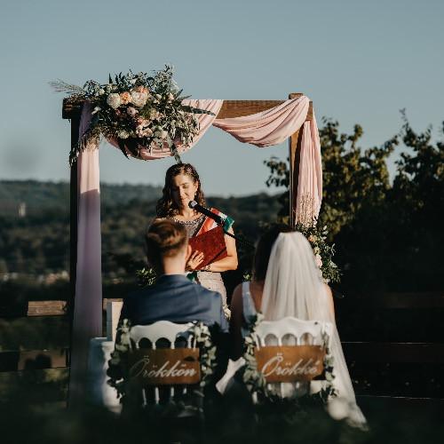 Szertartásvezetés, esküvők lebonyolítása és tanácsadás magyar, angol és olasz nyelveken