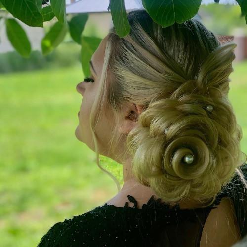 Esküvői frizura :)
