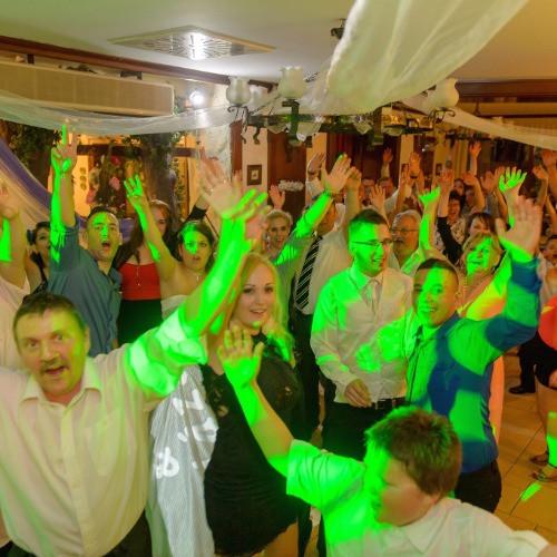 Magasszínvonalú Esküvői Dj zeneszolgáltatás és ceremónia-vezetés, profi eszközökkel bárhol bármikor