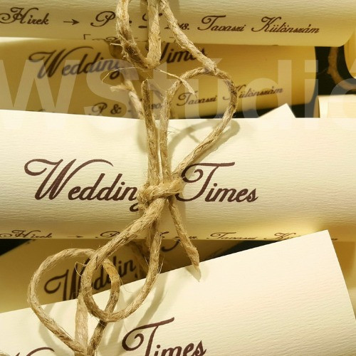 Papír tekercses esküvői meghívó