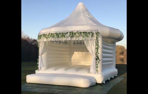 Ugorj a fellegekbe - esküvői szolgáltató