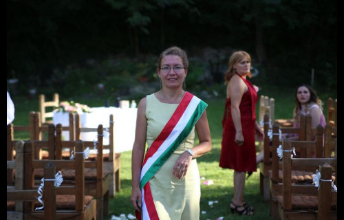 Marton Márta szertartásvezető - esküvői szolgáltató