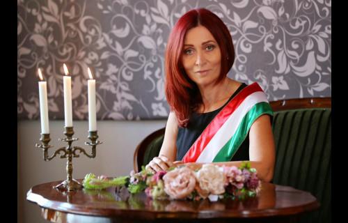 Gyöngyöm - Török Zsuzsa szertartásvezető - esküvői szolgáltató