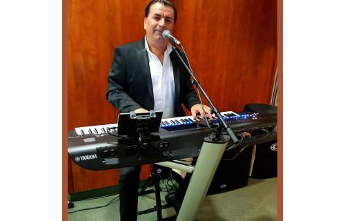 Zenész ,Szintetizátor Énekes. - esküvői szolgáltató
