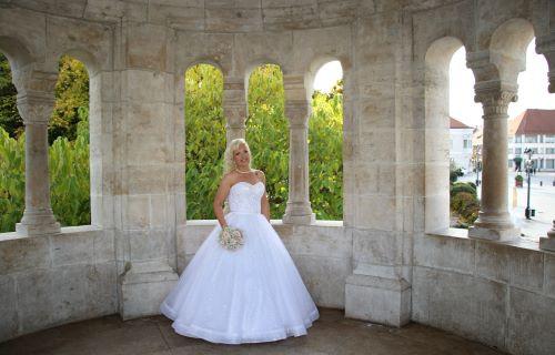 Ildikó STÚDIÓ esküvői ruhaszalon - esküvői szolgáltató