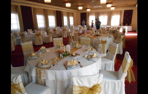 Gastland M0 Hotel, Étterem és Konferenciaközpont - esküvői szolgáltató
