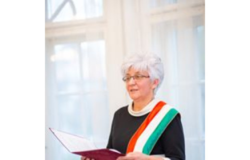 Kereszti Márta szertartásvezető - esküvői szolgáltató