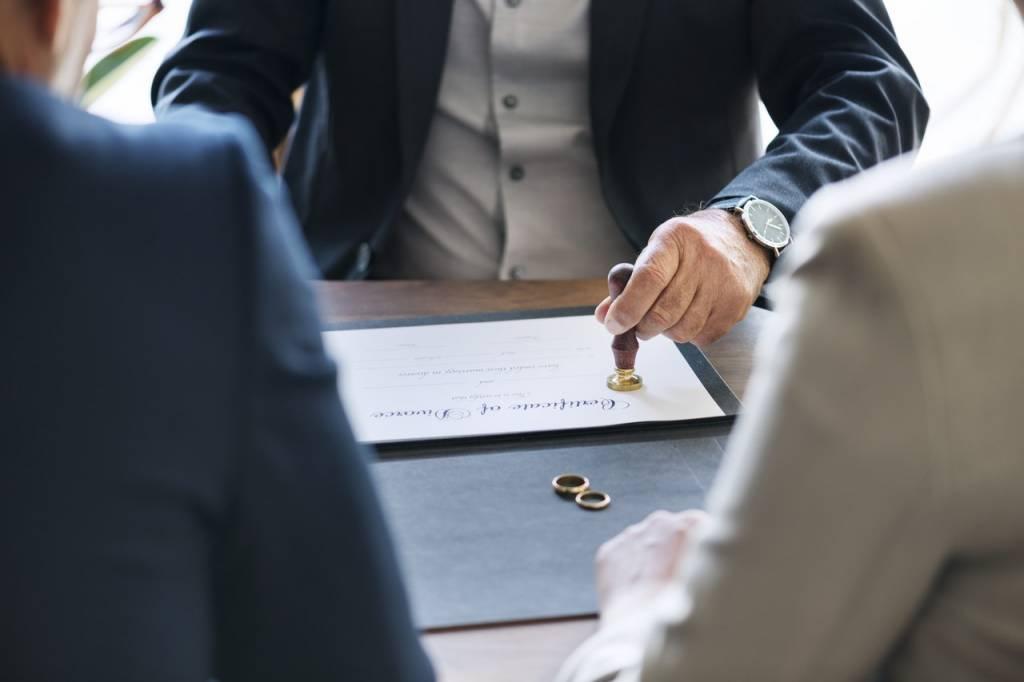 esküvői szerződés
