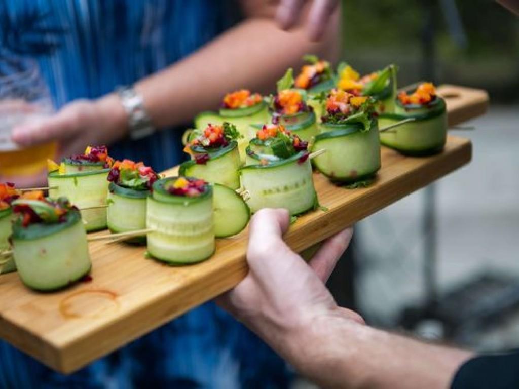 Vegán, laktóz-, gluténérzékeny vendégek? Így állítsátok össze az esküvői menüt!