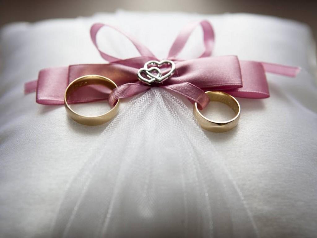 Gyűrűkkel bevonulás