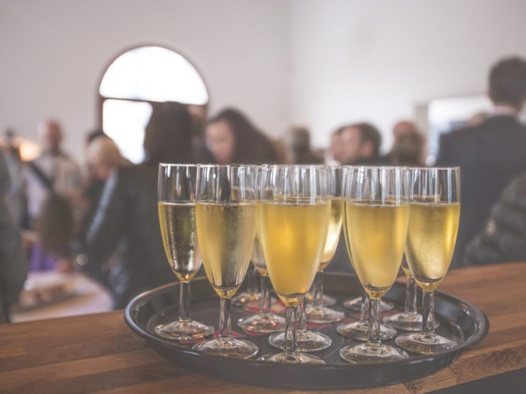 Esküvői pezsgőspohár nyomában