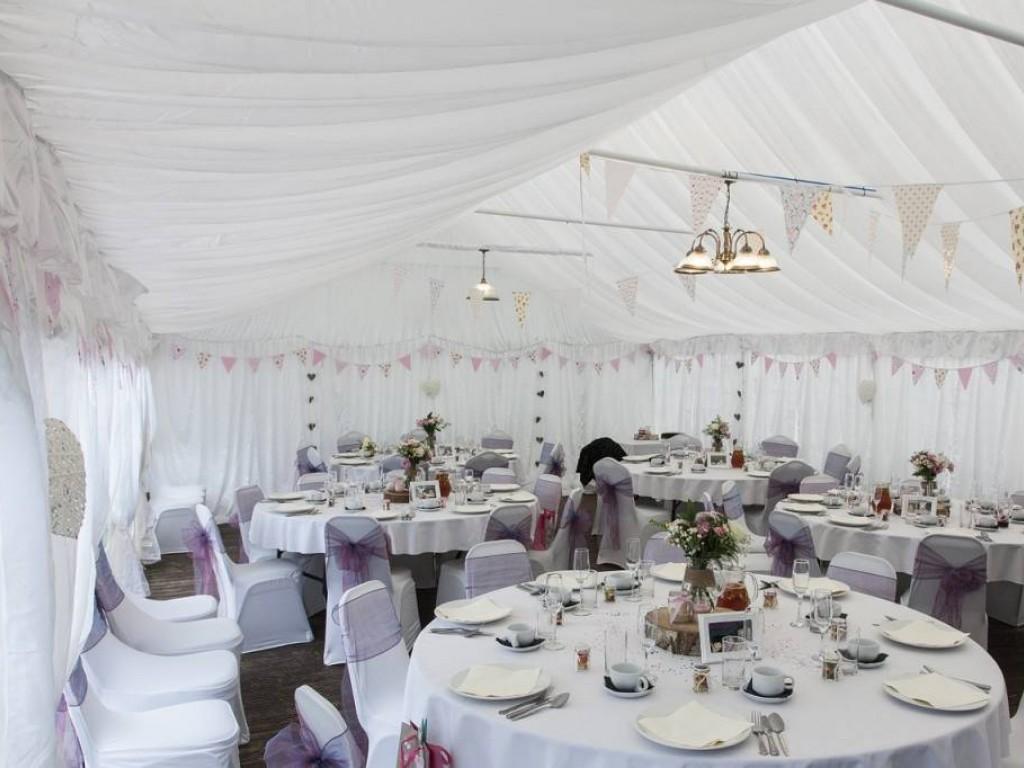 Régi, mégis új: sátras esküvő