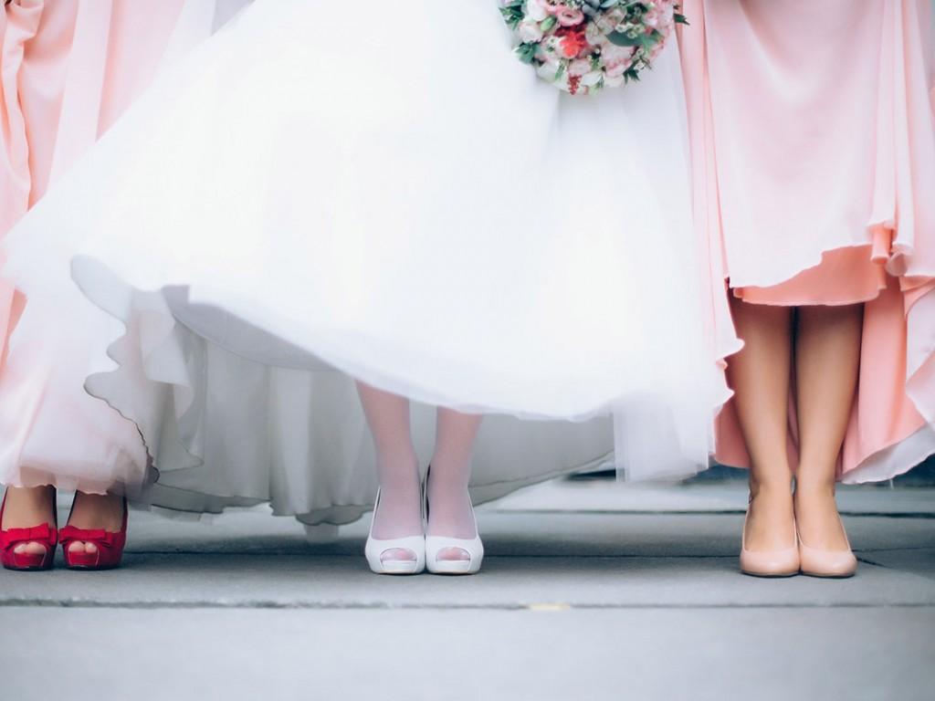 Gyönyörű menyasszonyi cipők több stílusban