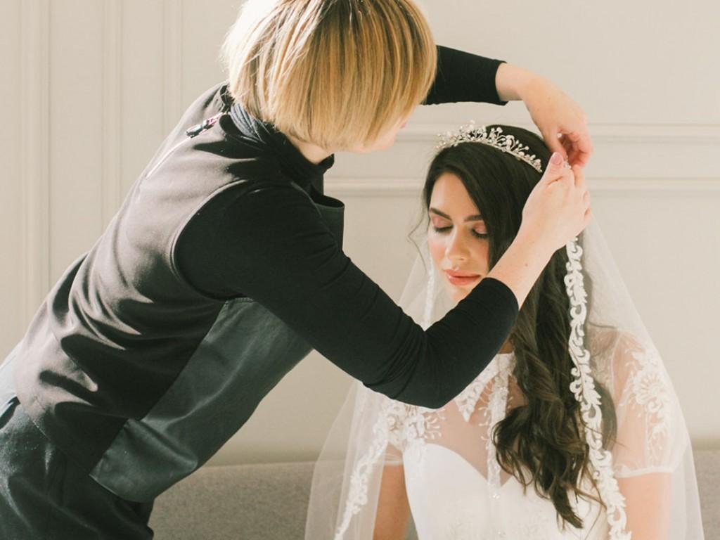 Menyasszonyi tiara ötletek sikkes és vagány lányoknak