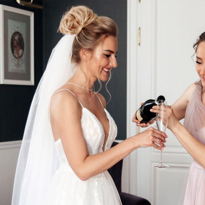 Az esküvői tanú feladata, hogy jobb kezed és támaszod legyen
